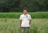 千葉康伸-土づくりの畑にて